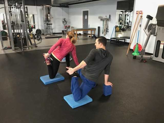 Personal Fitness Trainer Assists Your Workout Goals